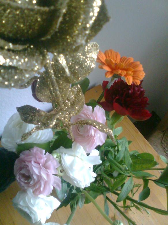 Nach und nach ergibt sich ein interessanter Mix aus Formen und Farben... Vielen Dank für all die schönen Blumen!